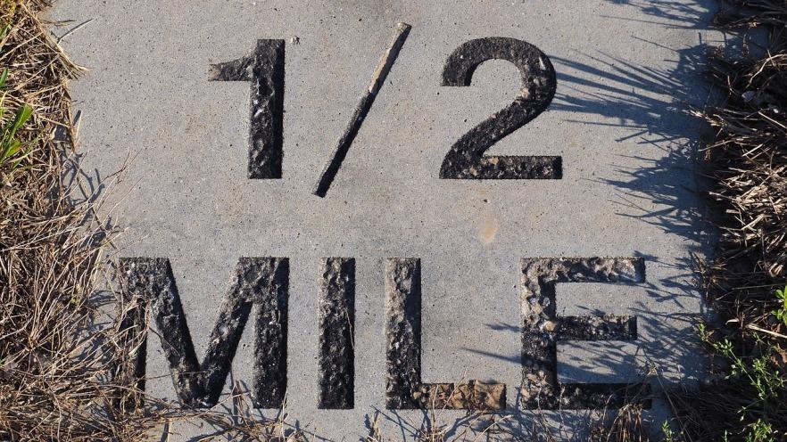 half-mile-marker-1393099_1280.jpg